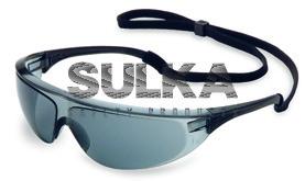 456f14cfc Športové šedé ochranné okuliare tvorené odolným čiernym nylonovým rámom a  kvalitným polykarbonátovým zorníkom odolným voči UV