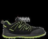 Sandále športového typu z oceľovou ochrannou špicou a stielkou odolnou voči prepichnutiu. Vyrobené z hovädzej štiepenky a textílie sandwich MESH. Polyuretánová antistatická ZEPHYRA PU/PU podošva je rezistentná voči palivovým olejom a nafte. Má vysokú odolnosť voči pošmyknutiu SRA na keramických dlaždiciach. ESD sandále sú vhodné najmä do vnútorného a suchého prostredia.