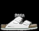 Korkové biele šľapky s anatomicky tvarovanou platformou s podošvou z odľahčeného EVA materiálu prispieva k nízkej hmotnosti a vyššiej odolnosti proti oderu a opakovanému ohybu. Mechová zelená medzipodošva účinne tlmí nárazy pri chôdzi. Kožený zvršok je z hovädzej štiepenky na dve pracky s nastaviteľnou šírkou priehlavku.